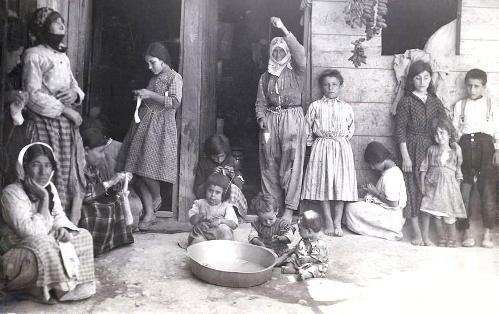 A U.S. sponsored refugee camp in Aleppo, Syria in the 1920s shows women and child survivors of the Armenian genocide. Image: AGBU archives/Vartan Derunian