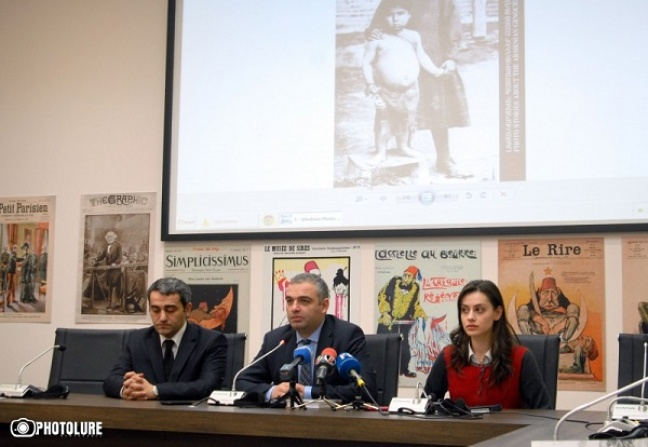Director of the Armenian Genocide Museum-Institute Hayk Demoyan (center) speaks to the press. Dec. 25, 2014. (Photo: Photolur)