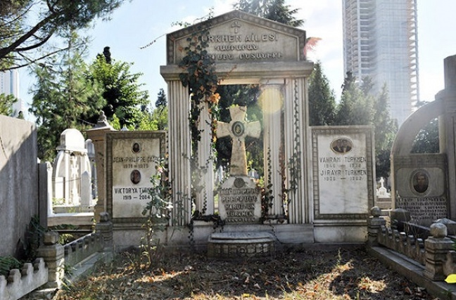 An historic Armenian cemetary in the heart of Istanbul has been returned to the Armenian Portal